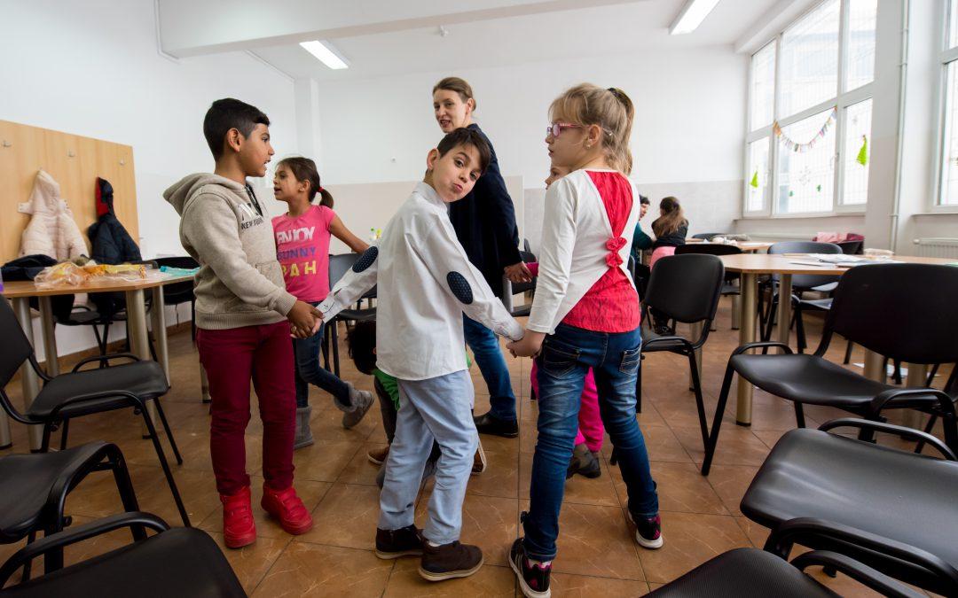 """""""Cafeneaua pentru părinţi"""" şi alte ateliere interculturale au debutat în Sectorul 6"""