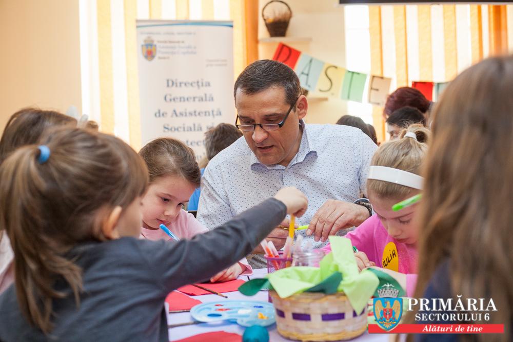 Copiii din Sectorul 6 păstrează tradiţiile şi obiceiurile de Paşte