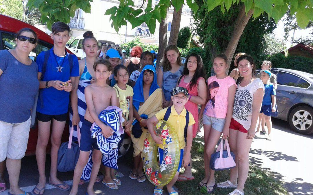 Tabără la mare pentru copiii aflaţi în risc de marginalizare socială din Sectorul 6