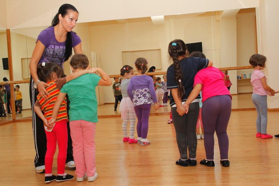 Mai multe cursuri gratuite pentru copiii şi adolescenţii din Sectorul 6