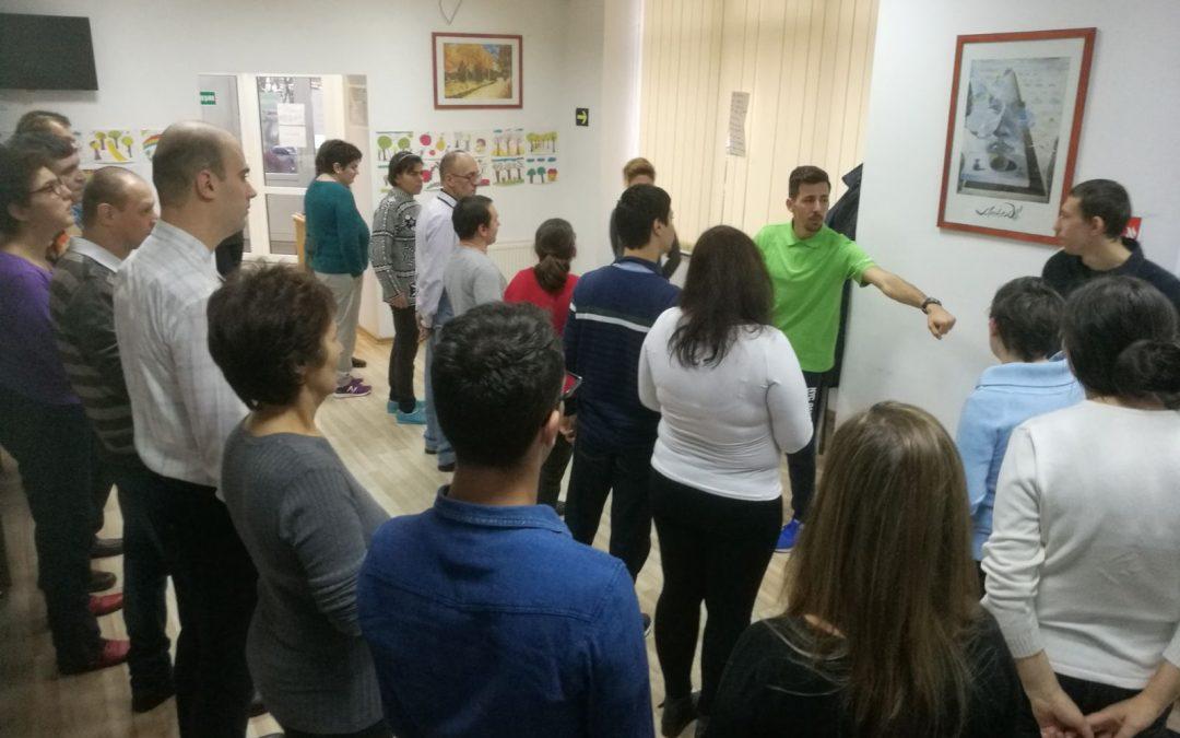 Tinerii cu dizabilități dansează în Sectorul 6