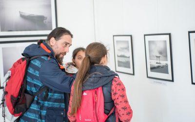 Copiii din Sectorul 6, incluși în Programul PIED studiază arta fotografică pe litoral