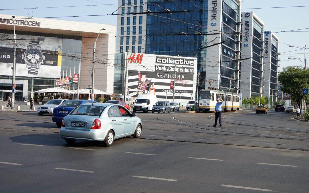 Polițiștii locali fluidizează circulația rutieră în marile intersecții din Sectorul 6, la orele de vârf
