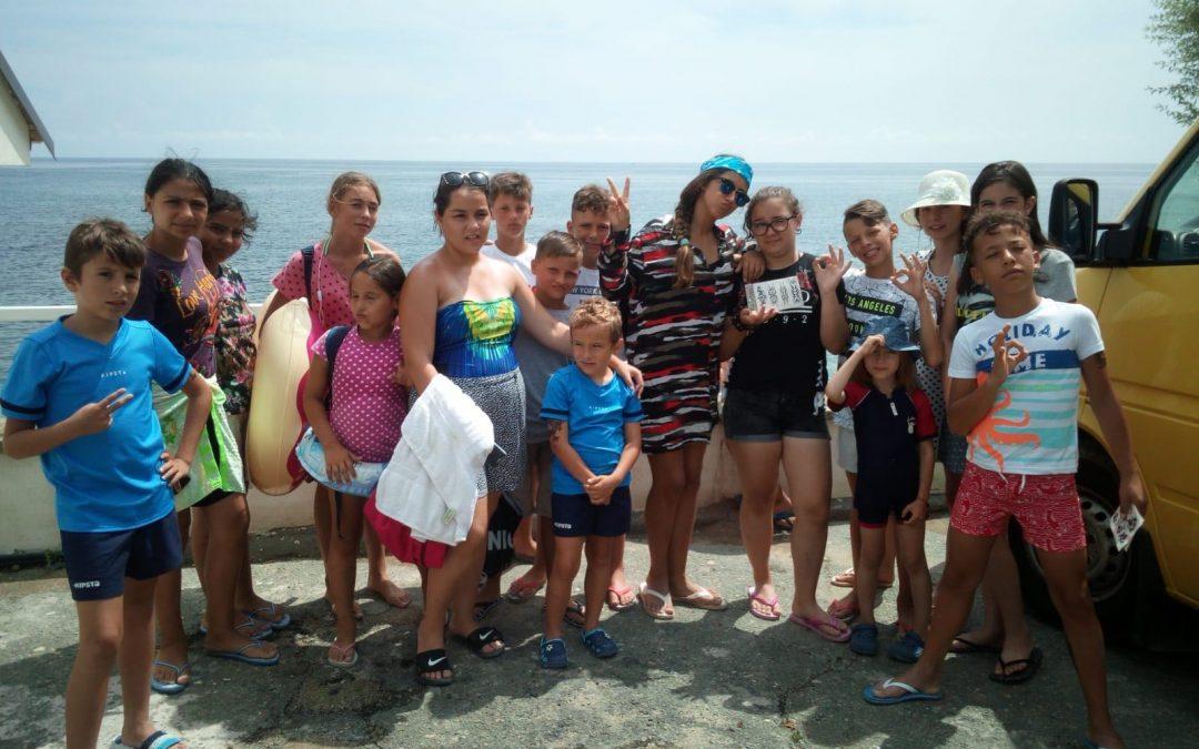 Sejur la mare pentru 14 copii din comunitatea Giulești Sârbi