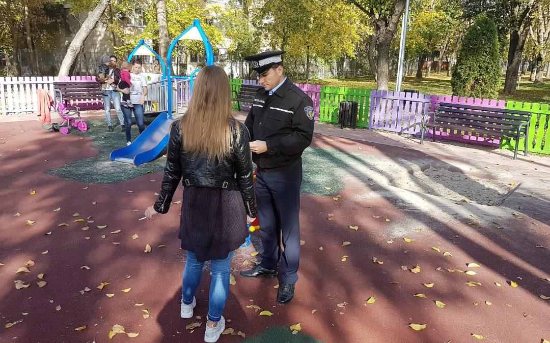 Poliţiştii locali au aplicat amenzi de peste 15.000 de lei persoanelor care au fumat  în locurile de joacă pentru copii