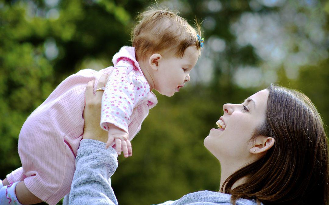 Ce trebuie să ştii despre noua lege privind concediul şi indemnizaţia lunară pentru creşterea şi îngrijirea copiilor