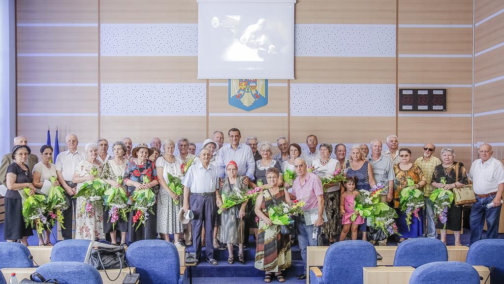 """Primarul Gabriel Mutu a premiat 22 de cupluri din Sectorul 6 care aniversează """"nunta de aur"""""""