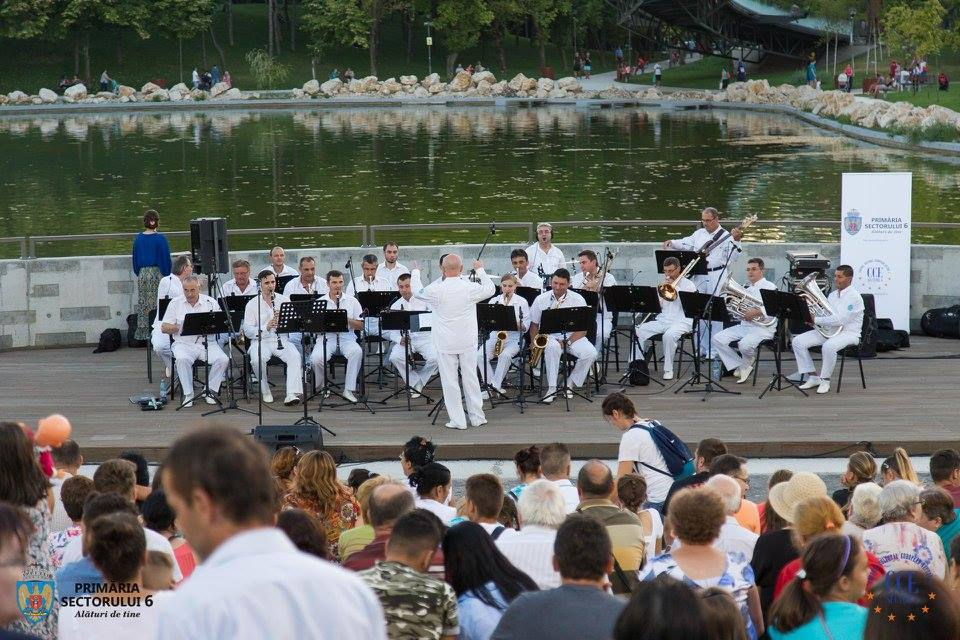 Orchestra Angely's şi solistul, Iustinian Sandu, în concert în Parcul Drumul Taberei