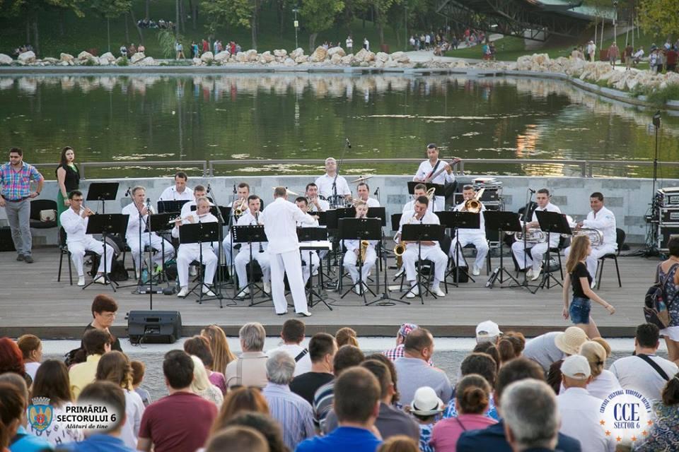 """Orchestra Angely's şi solista (vioară) Corului Academic """"Divina Armonia"""", Geanina Meragiu Saveanu, în concert în Parcul Drumul Taberei"""