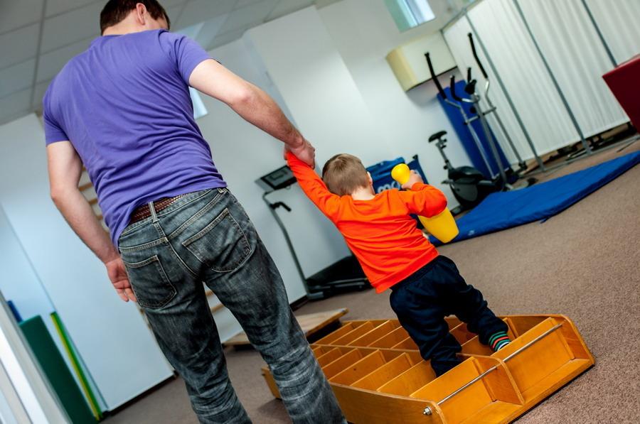 Autoritatea locală a Sectorului 6 sprijină copiii cu autism şi familiile acestora