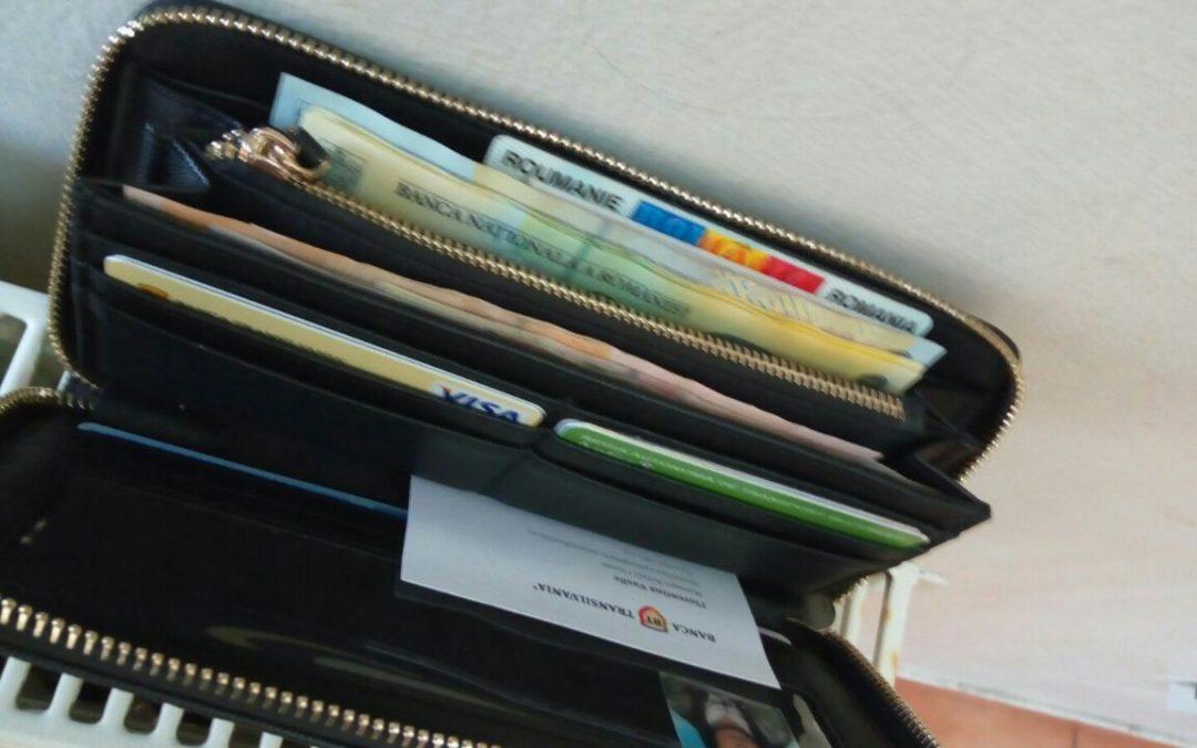 O tânără şi-a recuperat portofelul cu toate actele şi banii cu ajutorul poliţiştilor locali Sector 6