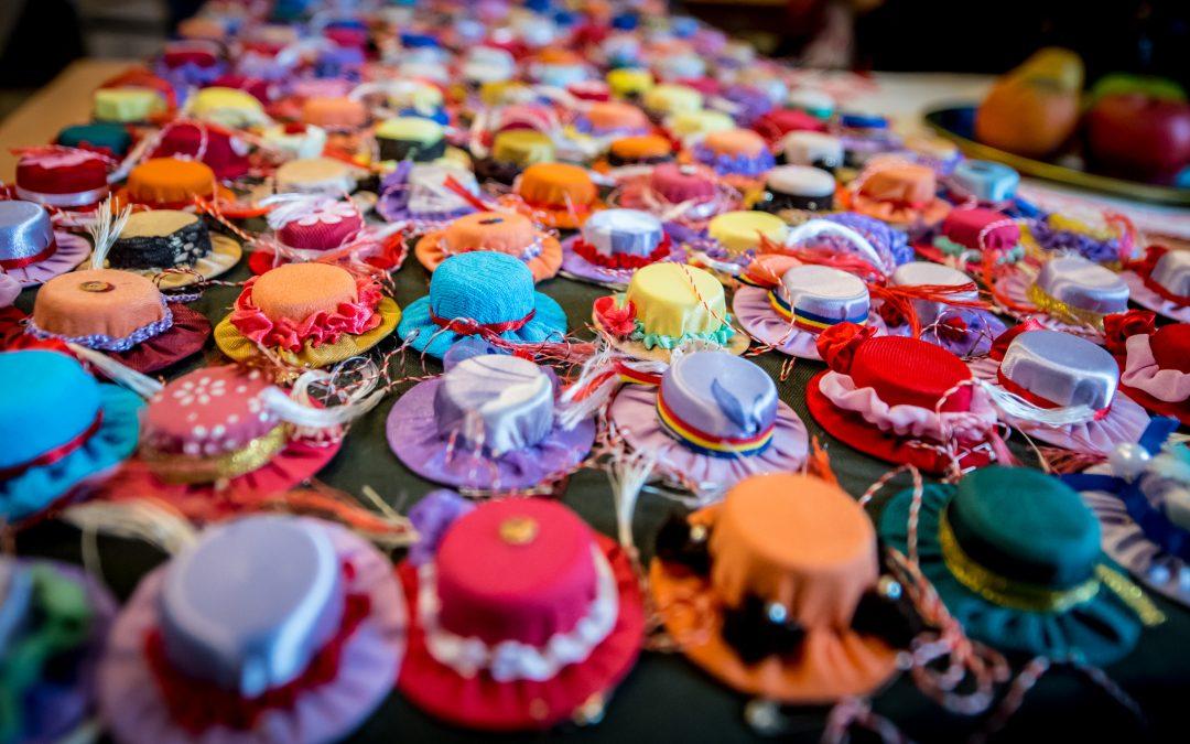 Mărţişoare realizate din materiale reciclabile, provenite din donaţiile primite la Magazinul SocialXChange