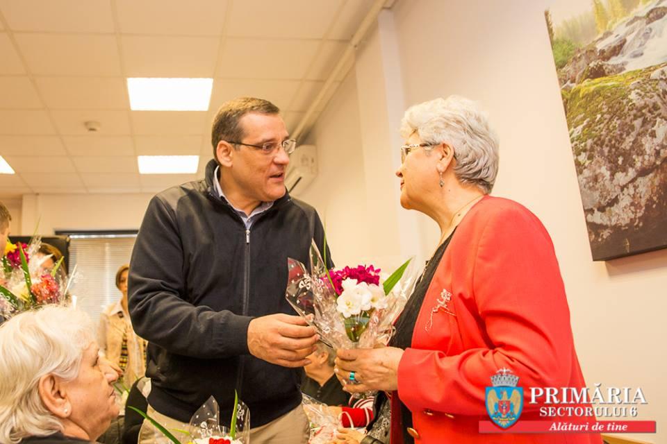 Vestitorii primăverii sosesc la seniorii din comunitate