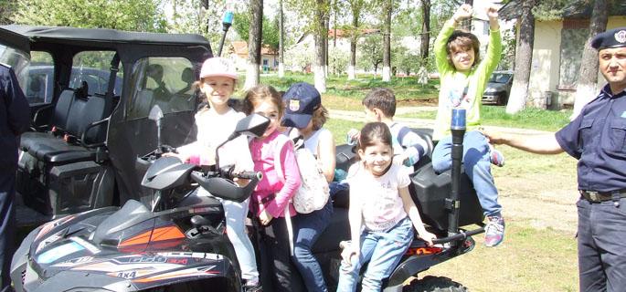 """""""Jandarmeria pe înţelesul copiilor"""""""