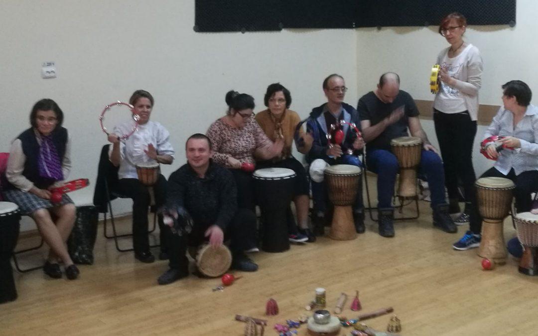 Efectele benefice ale muzicoterapiei asupra persoanelor cu dizabilități din Sectorul 6