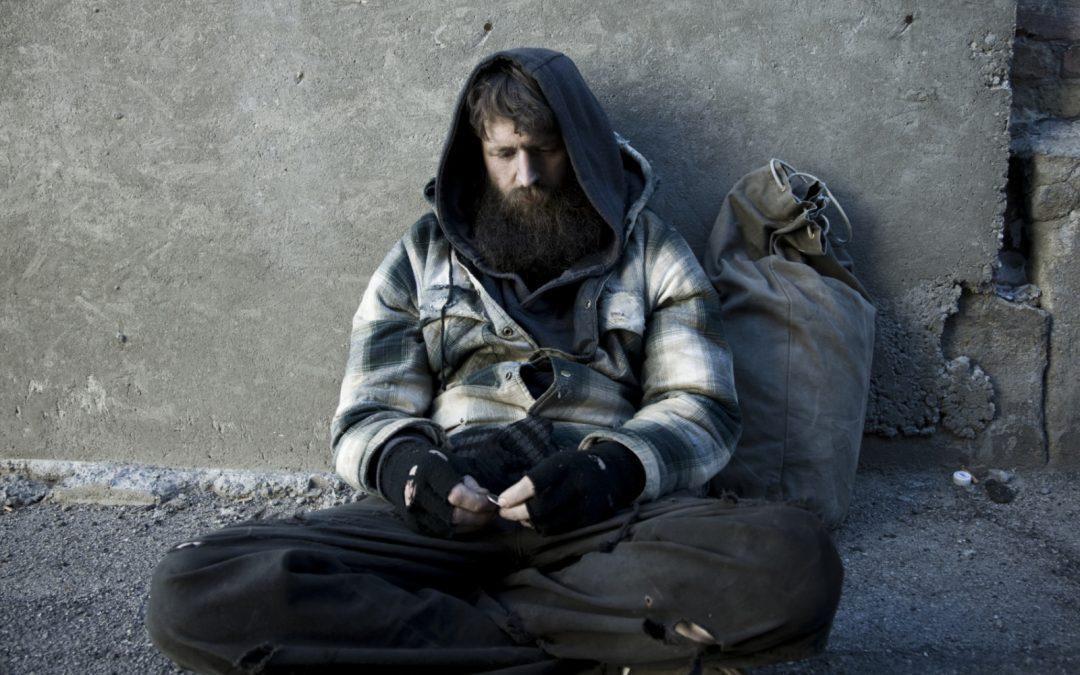 Ajută și tu! Donează haine groase pentru oamenii fără adăpost!