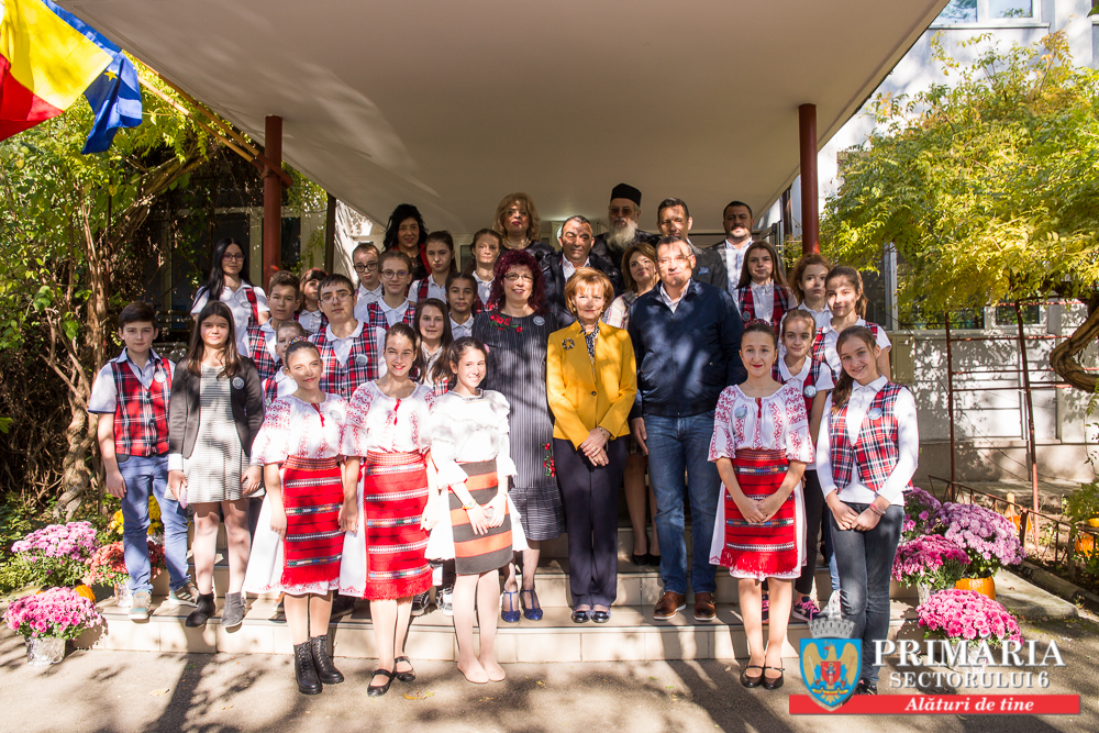 O școală cu tradiție din Sectorul 6 a devenit prima instituție de învățământ din Capitală care a primit numele Reginei Maria
