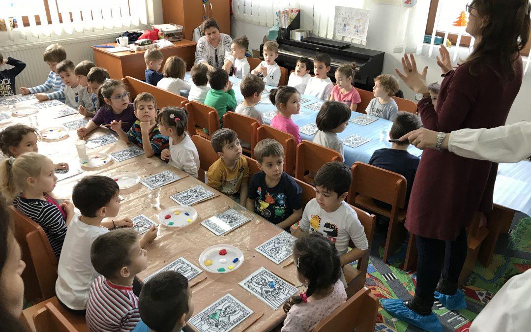 Expoziție de pictură pe sticlă, darul copiilor pentru Moș Nicolae