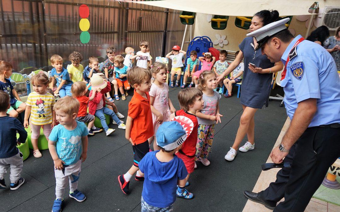 """Copiii de la Grădinița """"RIO 2"""" au fost vizitați de către polițiștii rutieri ai Poliţiei Locale Sector 6"""