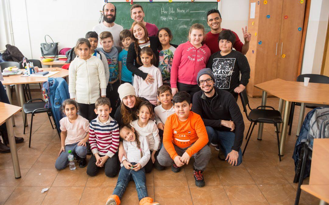 Copiii din Sectorul 6 au fost vizitați de voluntari din Brazilia, Finlanda și Mexic