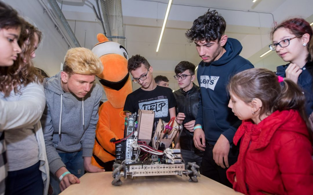 O întâlnire cu roboţii pentru copiii hipoacuzici din Sectorul 6