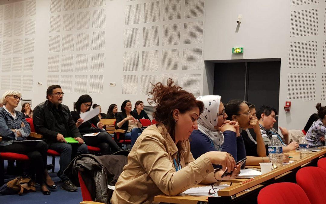 Studenţii francezi învaţă asistenţă socială în Sectorul 6