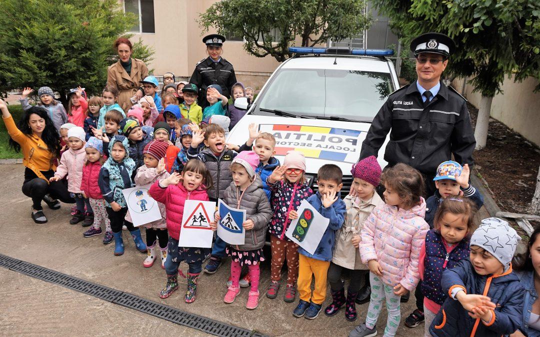 Copiii de la grădinițele din Sectorul 6 sunt vizitați de către polițiștii locali