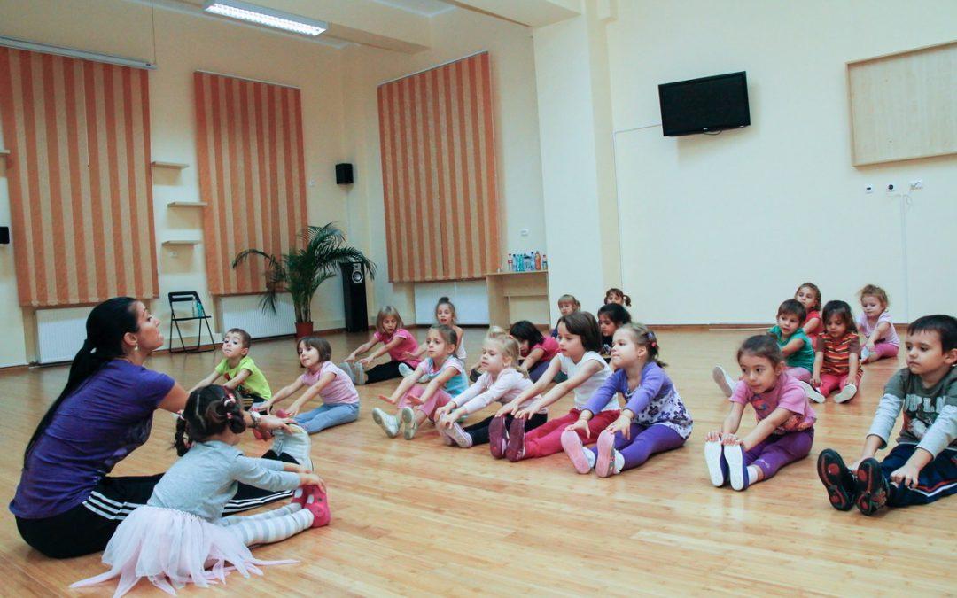 Au început înscrierile la cursurile gratuite de educaţie nonformală pentru copiii din Sectorul 6