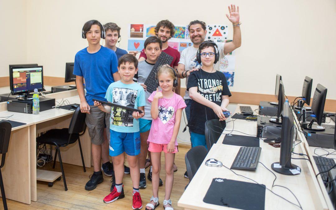 Copii defavorizaţi din Sectorul 6 deprind tainele informaticii