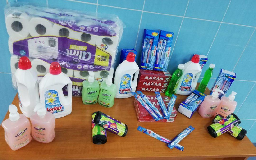 Pachete cu alimente și produse igienico-sanitare pentru copiii din Sectorul 6